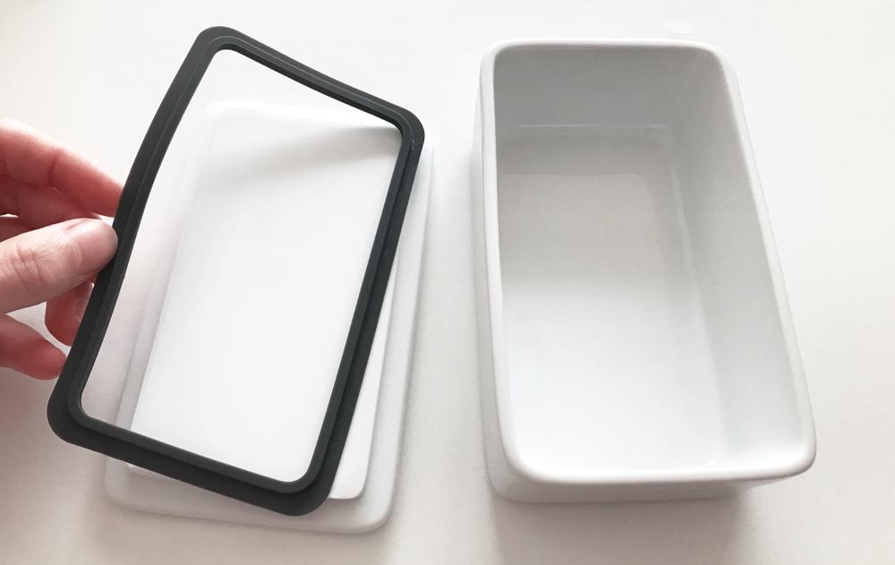 シリコーンパッキンが付いているのでしっかり閉まるバターケース