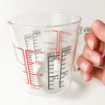 耐熱ガラス製、ハリオの計量カップが軽くて使いやすくておすすめ