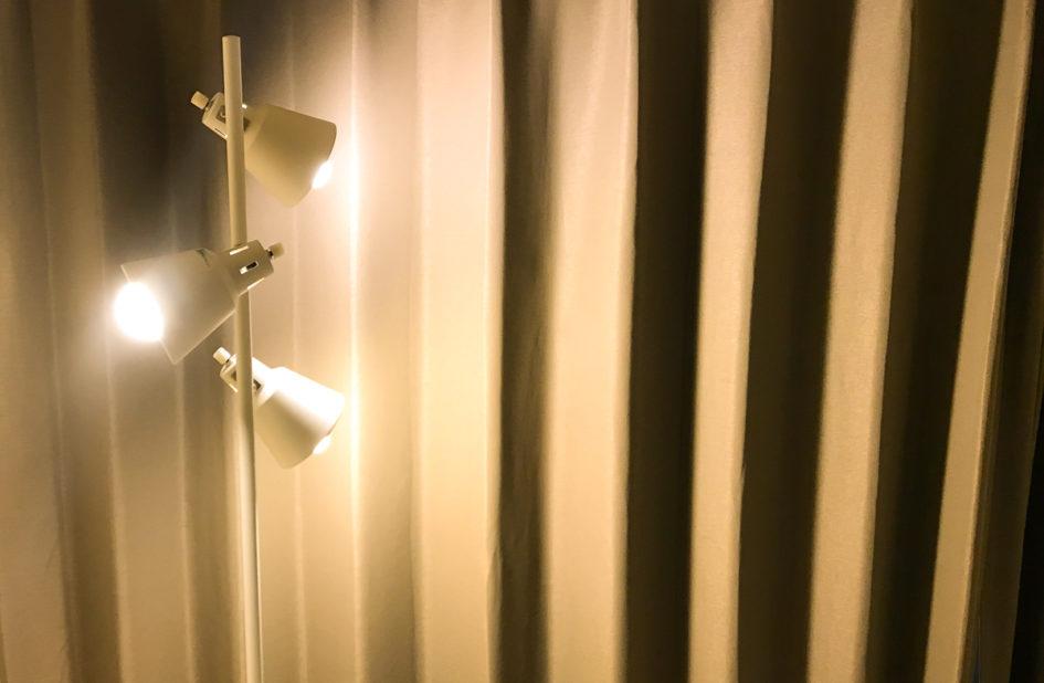 寝室の間接照明に、北欧風のおしゃれなスタンドライト