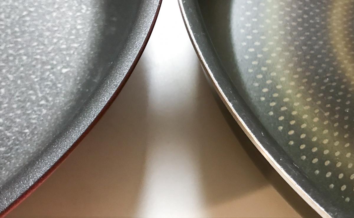 IHルビー・エクセレンス と インジニオ・ネオ  ノーブルレッドのフライパンそれぞれの縁