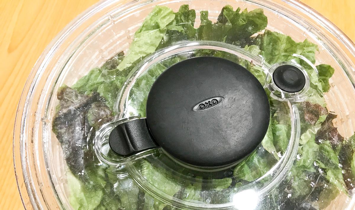 OXOのサラダスピナーは全面透明で中身が見える