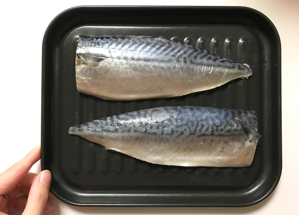 高木金属のオーブントースター・トレーに魚を直接乗せています