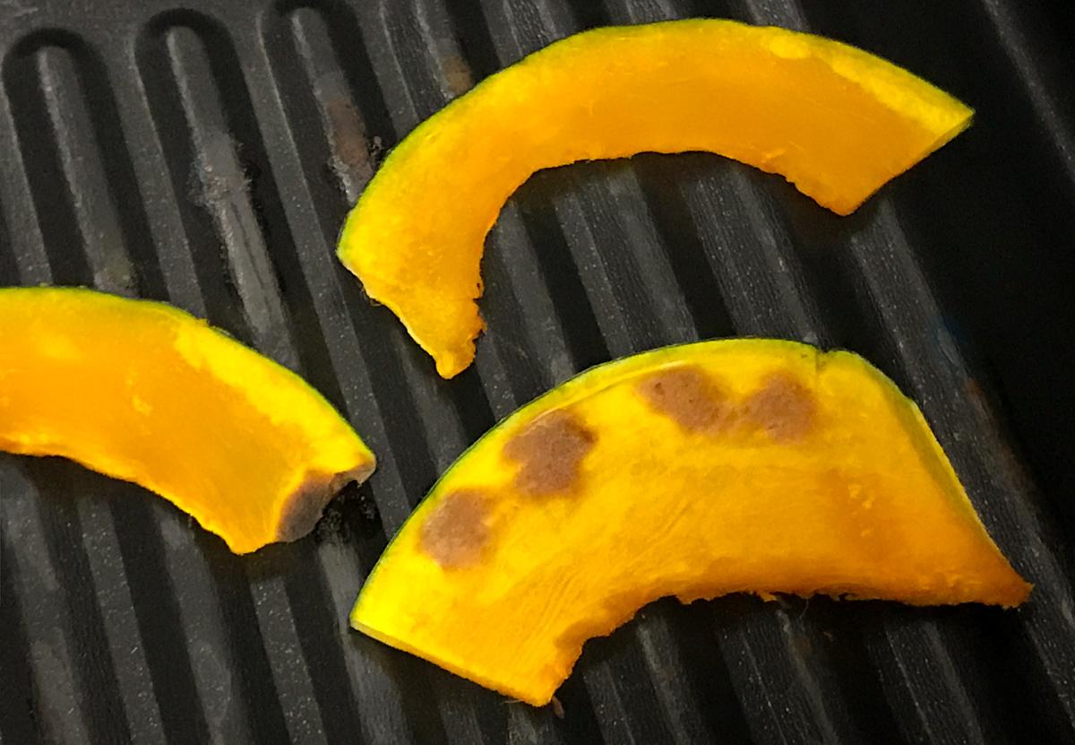 高木金属のオーブントースター・トレーでかぼちゃを焼いた焼き目