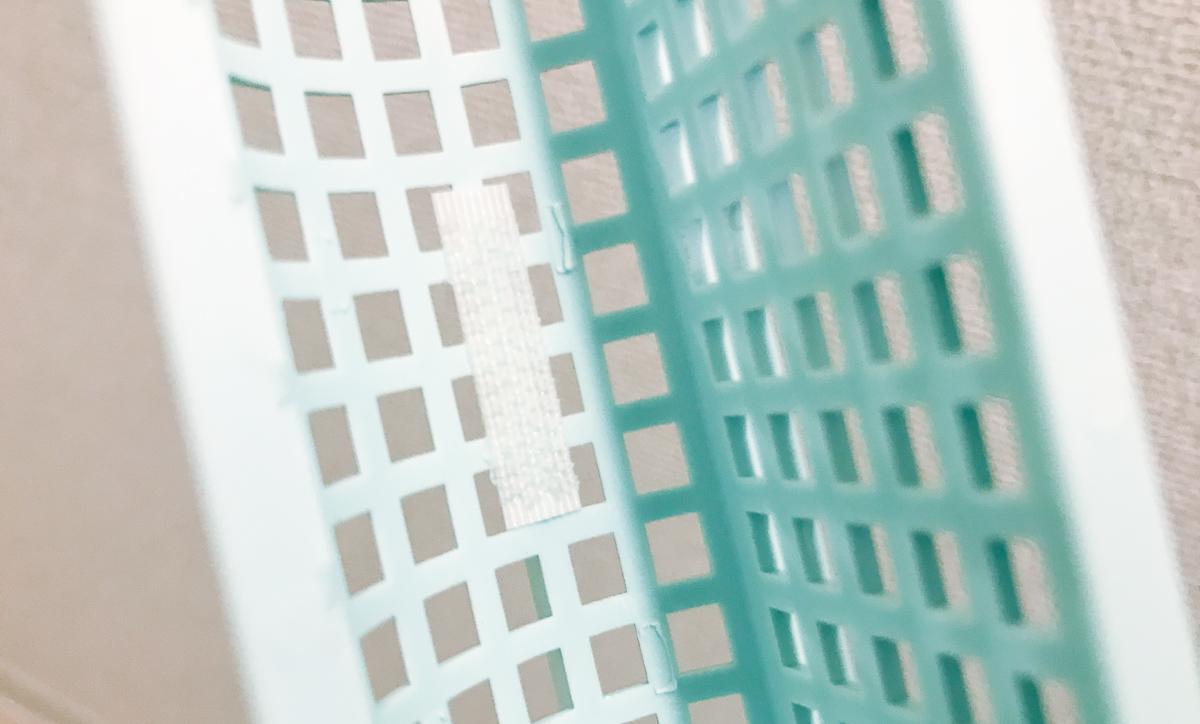 ドラム式洗濯機の排水フィルターに取り付けたマジックテープのアップ