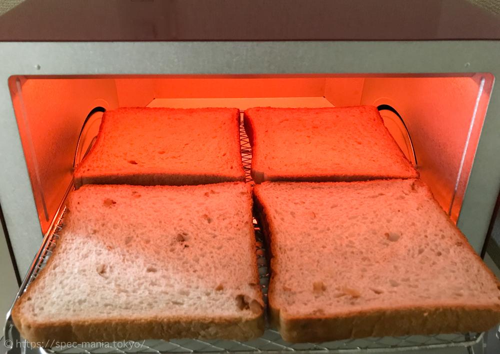 うまパントースターに食パン4枚を入れたところ