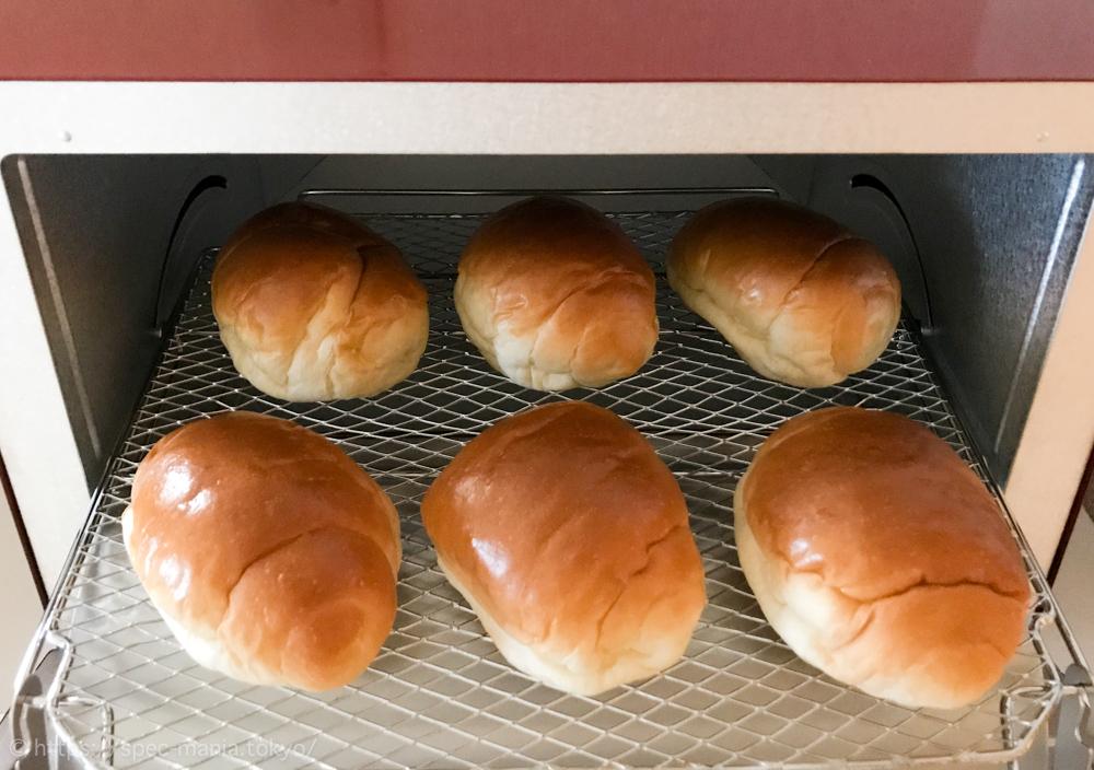 うまパントースターにロールパン6個を入れたところ
